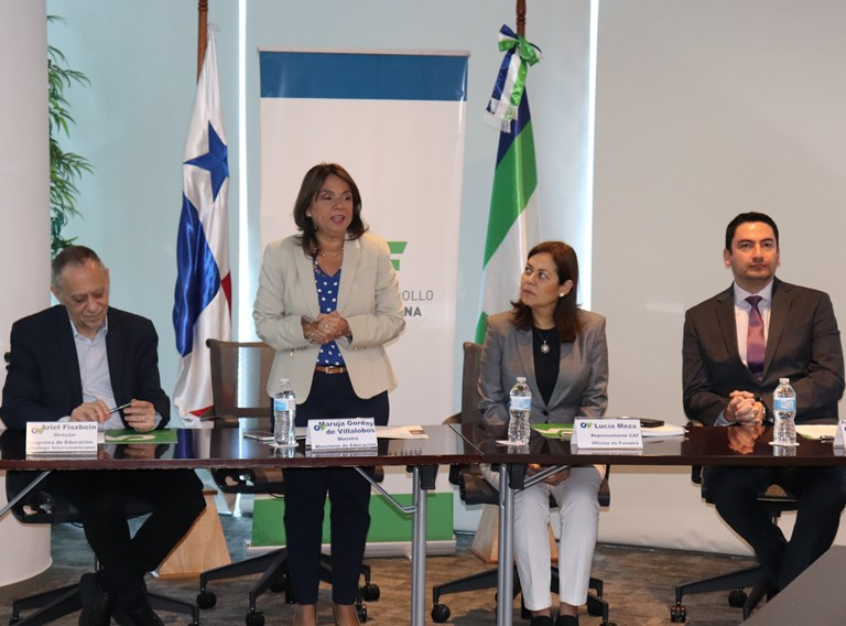 Panama's Ministry of Education and CAF to Evaluate Bilingual Teacher Training Strategy