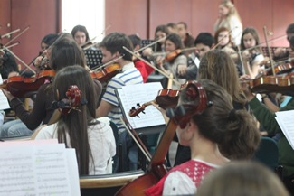 Joint support with Batuta Foundation for training in symphonic music for over 300 children and teenagers in Colombia